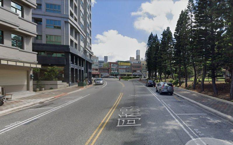澎湖縣一名高齡8旬的馬姓老婦今清晨5點53分左右時,徒步行經馬公市同和路時,遭開著白色轎車的許姓男子撞上,馬傷重不治身亡。圖/擷取自Google map