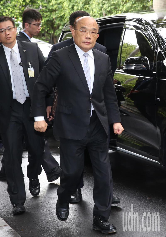 行政院長蘇貞昌今天痛批「機場服務」的官場接待陋習,表示早就該改了。 記者曾學仁/攝影