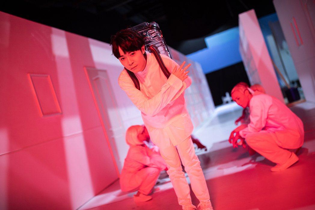 吳青峰推出「太空人線上影展」。圖/環球音樂提供