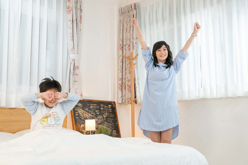 TVBS主播鄭凱云與兒子安安首度同框拍片。圖/TVBS提供