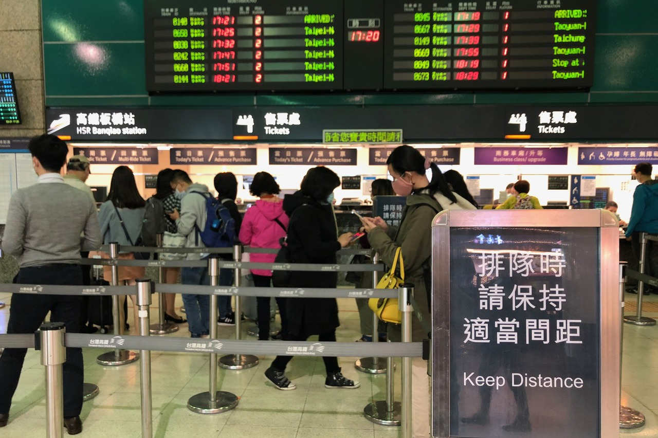 連假將到 林佳龍宣布4月1日起搭乘大眾運輸需戴口罩