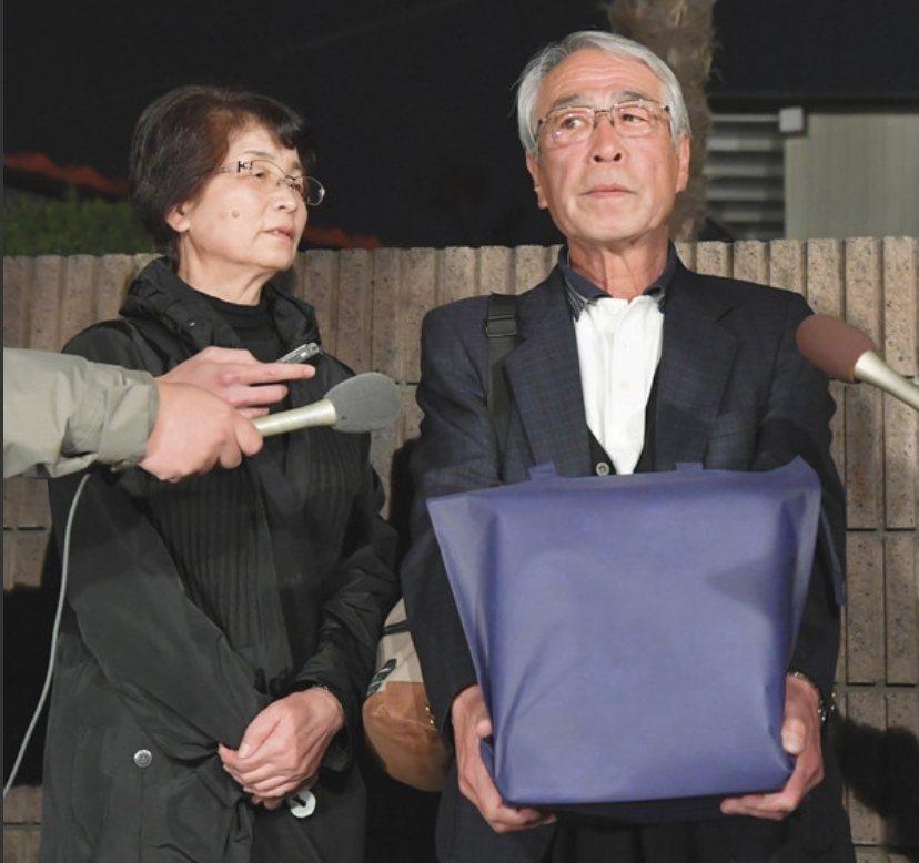 志村健的骨灰由大哥志村知之領回。圖/摘自中日體育報