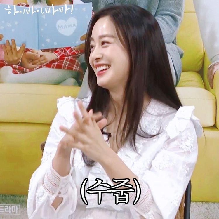 金泰希身穿maje春夏白色刺繡洋裝出席訪談節目。圖/取自tvN官方IG