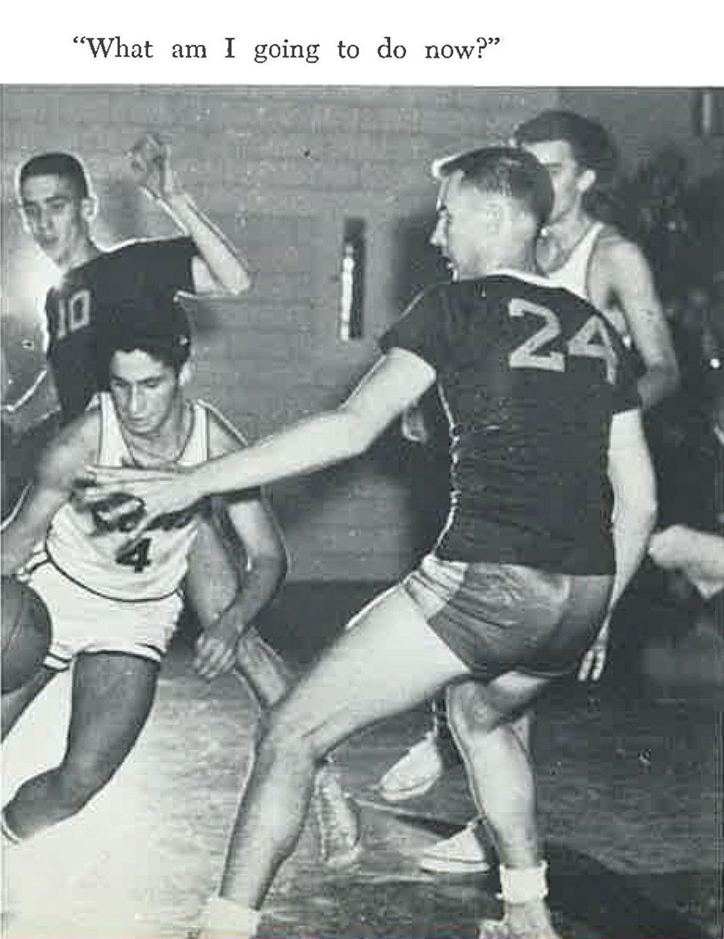 佛奇(圖左運球)在1958年畢業紀念冊的照片。圖片取自里吉斯高中