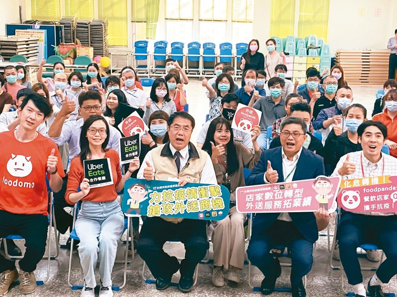 台南市政府媒合餐飲業者與外送平台,希望紓緩因為疫情而受影響的業績下滑壓力。 記者修瑞瑩/攝影