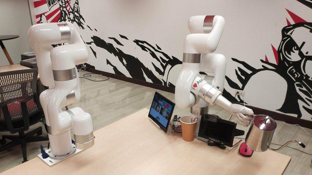 用虎臂機器人也可煮出一杯和真人口味無異的咖啡。
