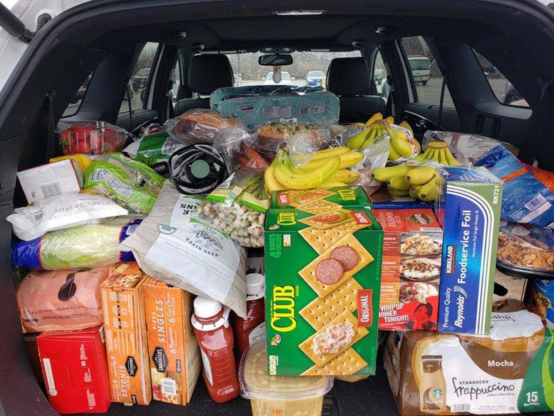 美國女超市掃貨遭人怒罵。圖片來源/臉書