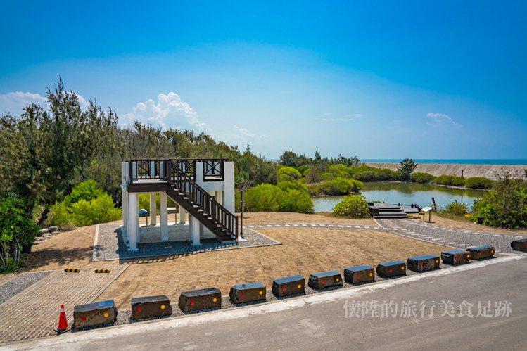 如今的觀景台由曾文溪南堤燈塔遺址改造。圖/部落客懷陞足跡授權