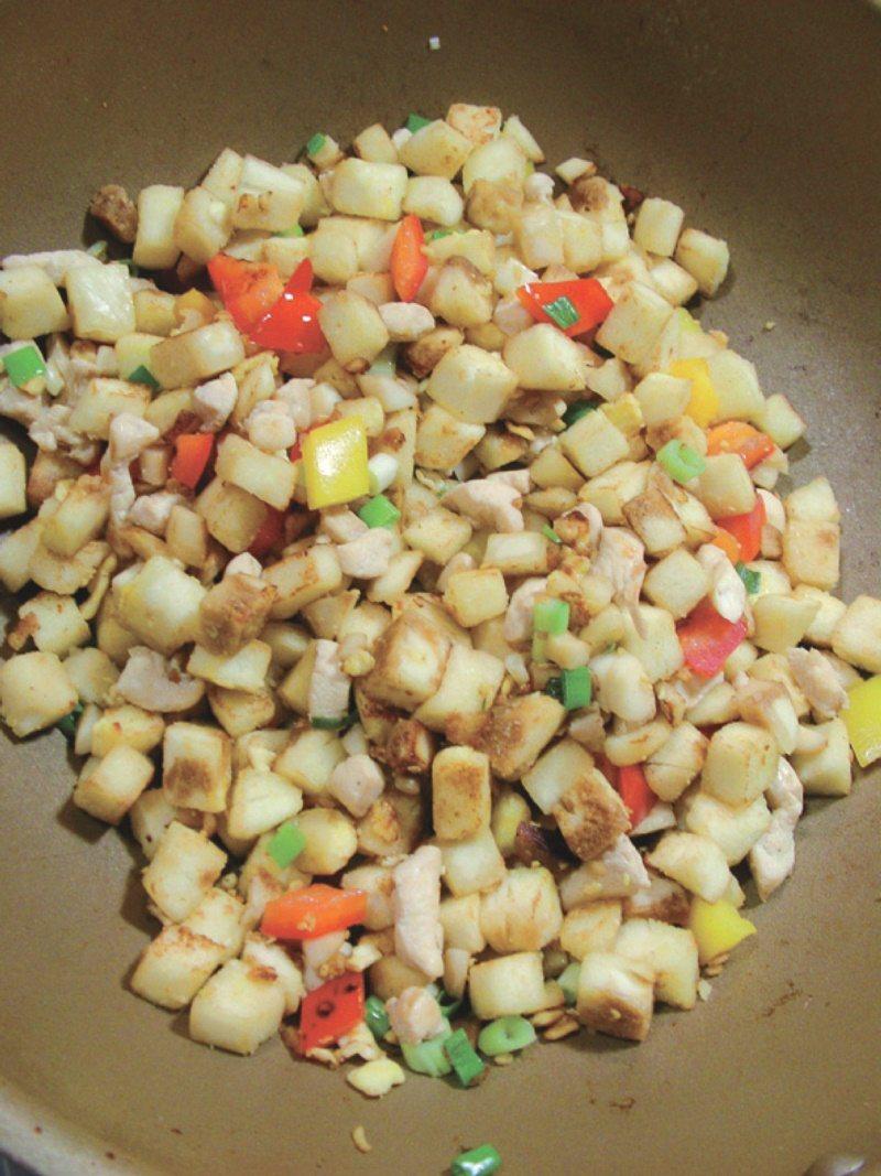 炒饅頭煎到脆脆的,吃起來特別香。 圖/幸福文化提供