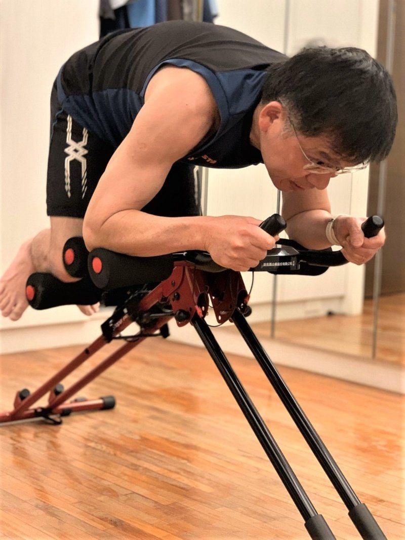 耳鼻喉科醫師許慶芳持續健身10年不中斷,不僅健康檢查表上沒有紅字,連當兵時的腰帶...