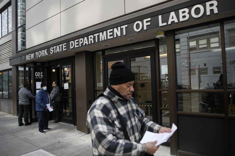 美國三月中申請失業救濟的人數創下歷史新高。 圖/美聯社