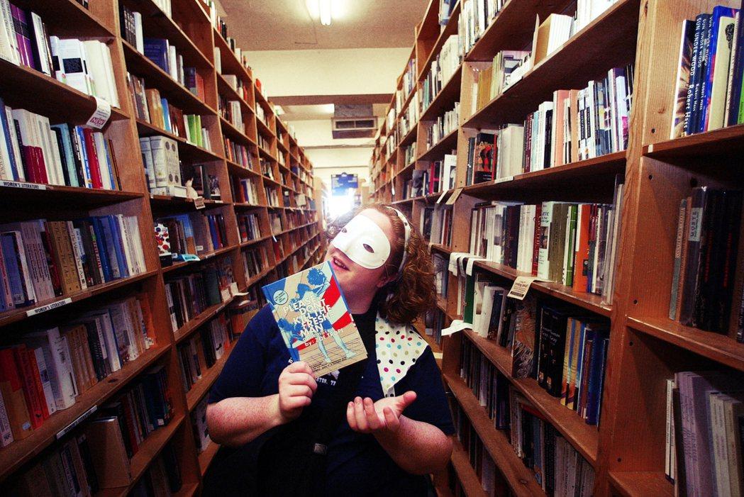 躲病毒待在家,人類對書的需求也有了明顯增長——這會是獨立書店的轉機曙光嗎?圖為號...