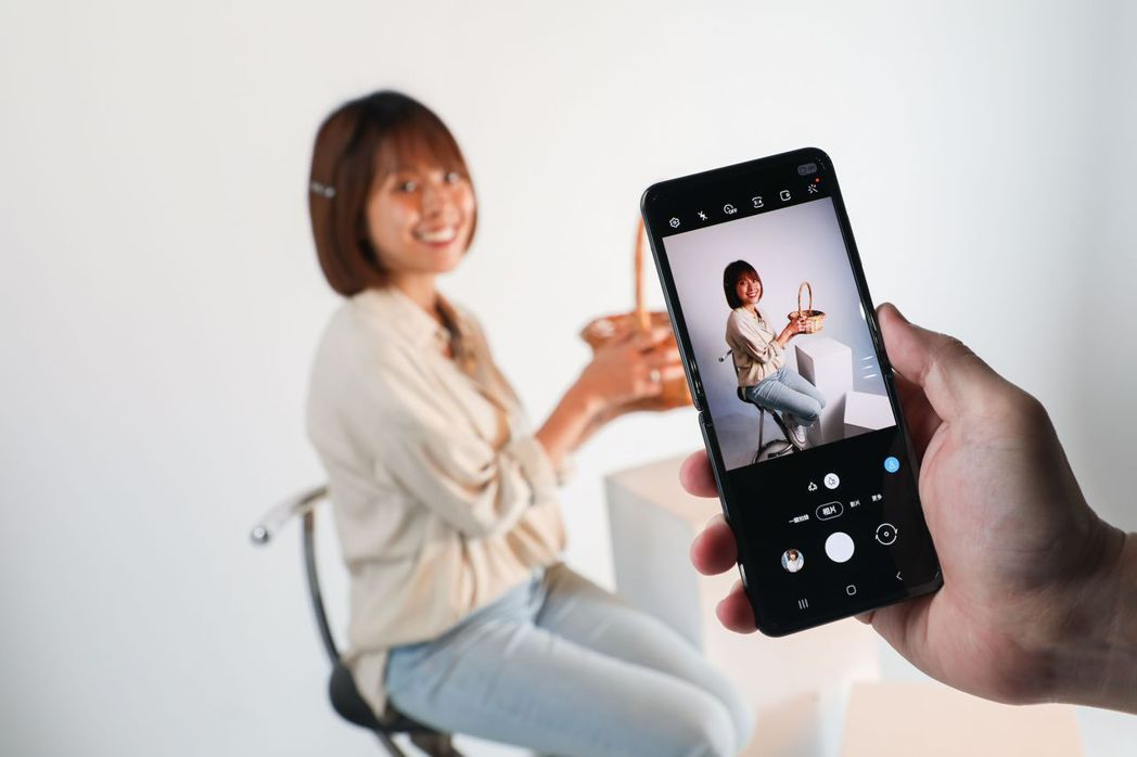「一鍵拍錄」功能拍一次就能自動後製成多種效果,方便秒上傳IG。 圖/吳致碩拍攝