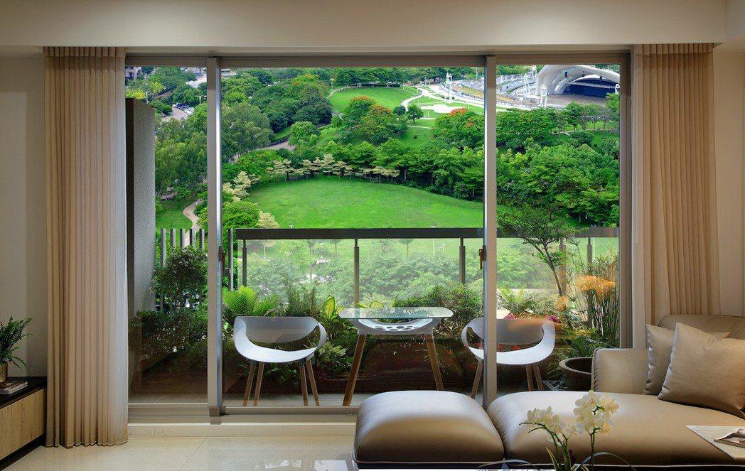 太子咸亨住家坐擁2萬8000坪的文心森林公園樹海。圖片提供:太子咸亨。