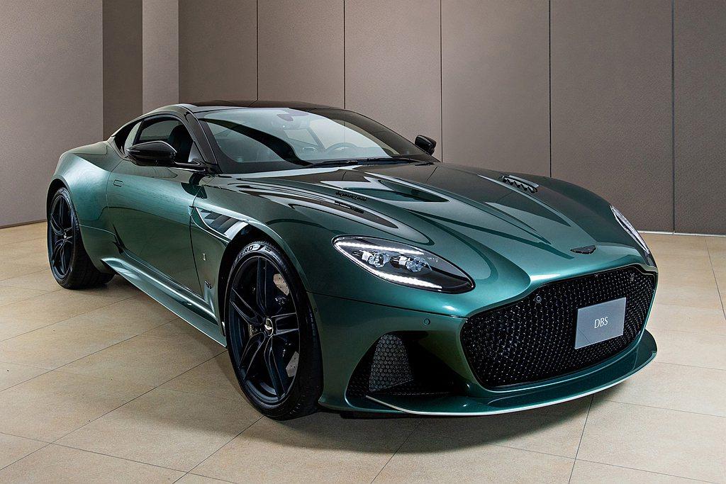 Aston Martin Racing Green漆色,承襲於當年奪冠車款之車色...