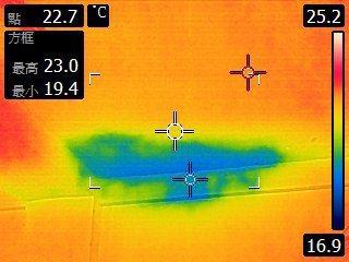 熱水管漏水處,由顏色判定可精準定位漏水點位置。業者/提供