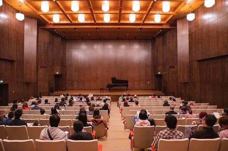 遵循中央疫情指揮中心指導原則,兩廳院的觀眾席採取間隔座。 (周嘉慧/攝;國家兩廳院/提供)
