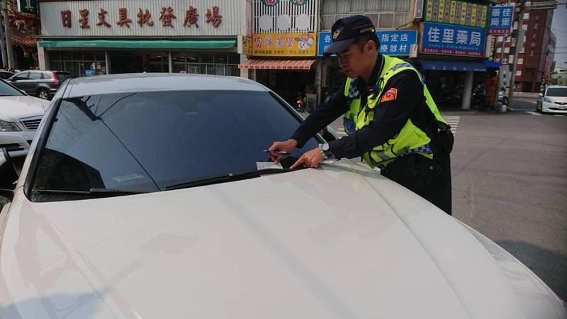 台南佳里警分局今天起加強市區道路違規勸導及取締。記者吳淑玲/翻攝