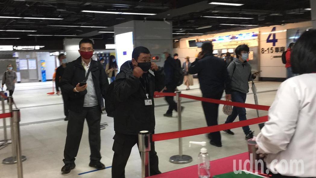 台鐵台北站今起用紅外線量體溫測儀。記者吳姿賢/攝影