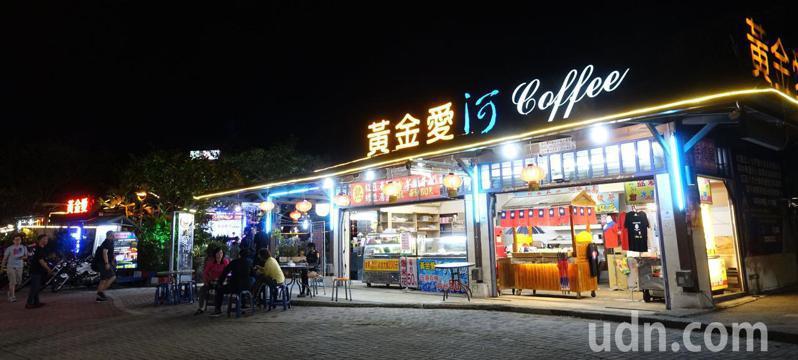 經營10多年的高雄市愛河西畔的黃金愛河名歌廣場本月5日吹熄燈號。記者楊濡嘉/攝影
