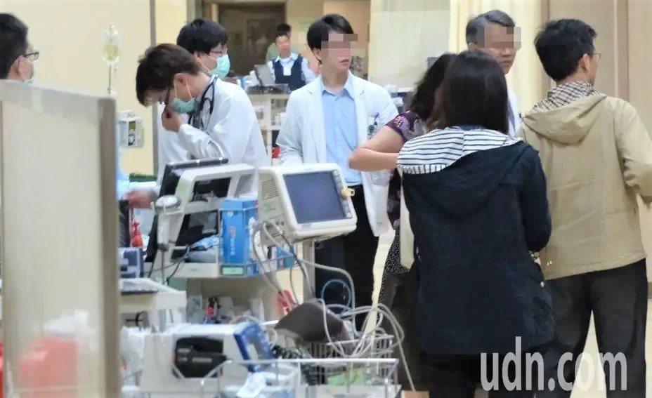 指揮中心疫情監測組組長周志浩表示,目前社區擴大採檢的條件已經很寬鬆,列入清明連假...