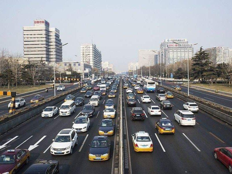 武漢解封在即,道路交通流量恢復至平常三成。星島網