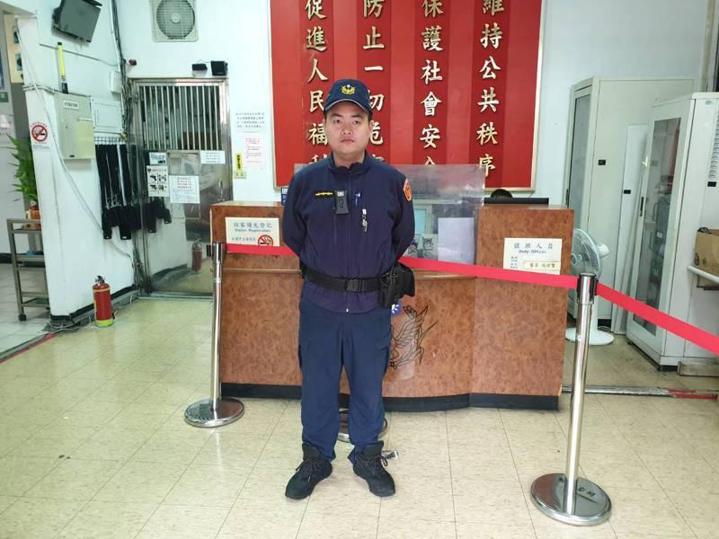 新北市新店警分局碧潭派出所警員林永翰日前以CPR救回路倒的70歲張姓男子一命。圖/警方提供