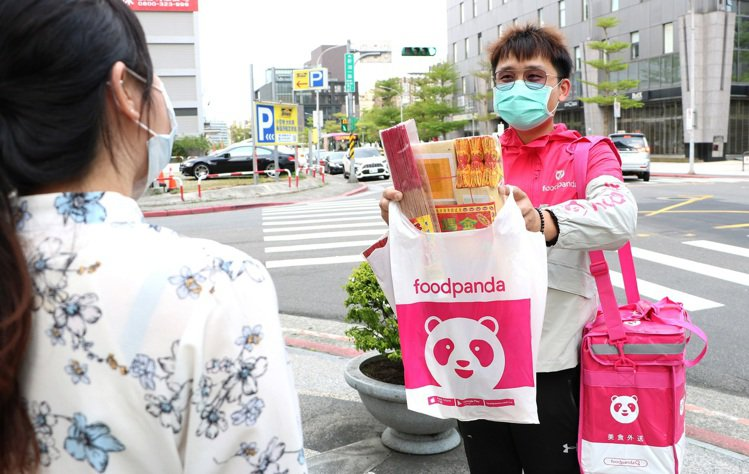 foodpanda生鮮雜貨外送服務,提供消費者一站式的購物體驗,輕鬆備齊清明用品...