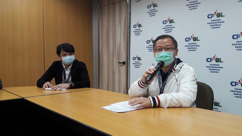 新冠肺炎疫情蔓延,中職會長吳志揚(右)、秘書長馮勝賢面對新球季完全不敢大意。記者藍宗標/攝影