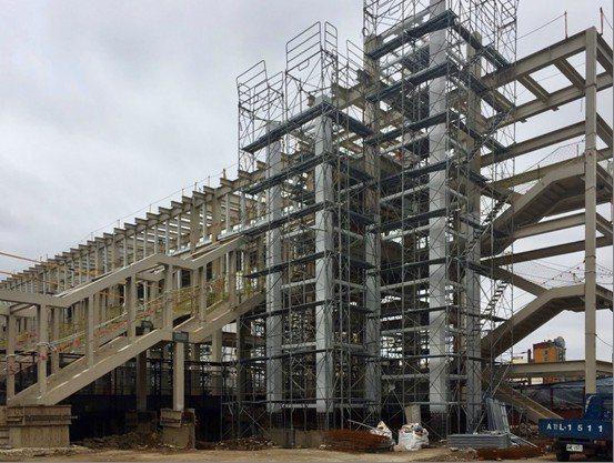 中壢臨時後站及新設跨站天橋預計在今年9月啟用。圖/捷運工程局提供
