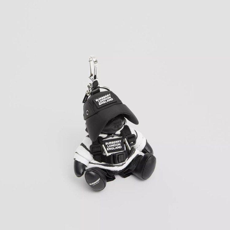 水彩印花連帽衫造型Thomas泰迪熊吊飾,售價12,200元。圖/取自BURBE...