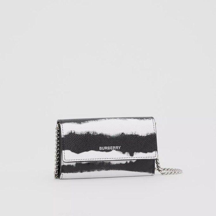 小型水彩印花皮夾附可拆式背帶,售價20,500元。圖/取自BURBERRY官網