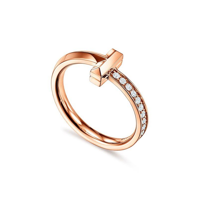 Tiffany T1 18K玫瑰金窄版鑲鑽戒指,53,000元。圖/Tiffany提供