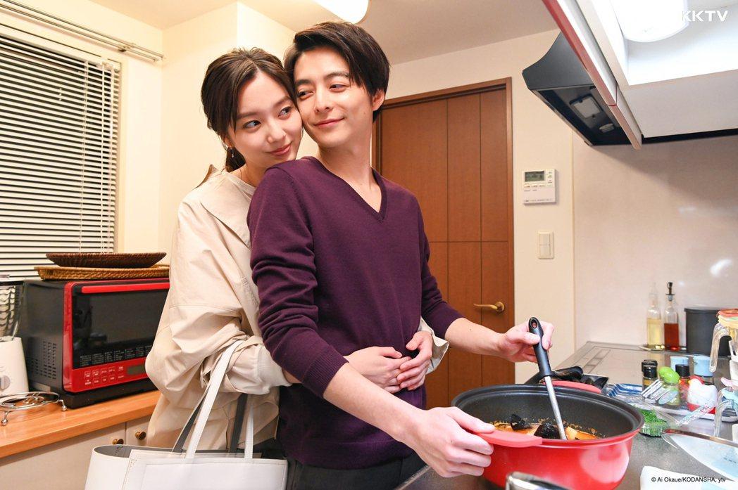 正常播出的日劇「Guilty這個戀愛有罪嗎?」由新川優愛(左)、小池徹平主演。圖...
