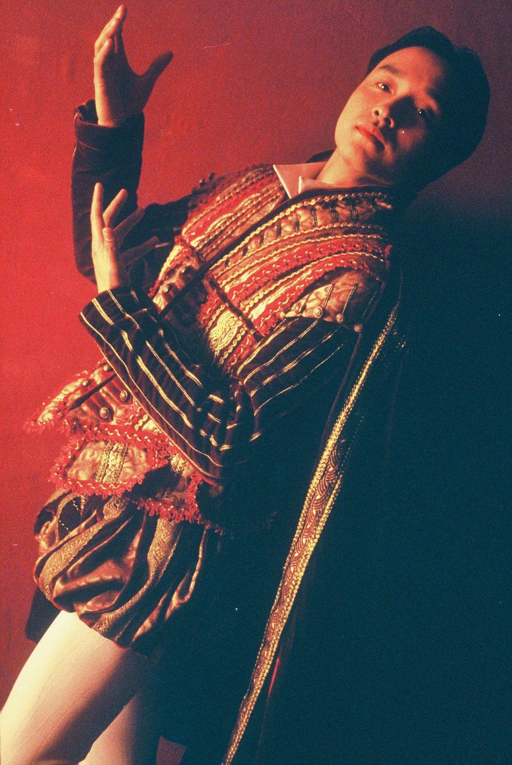 張國榮逝世17年,經典愛情代表作品「夜半歌聲」重映。圖/華映提供