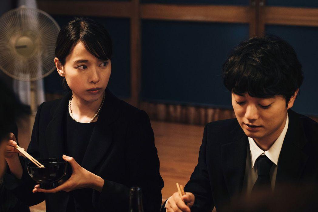 戶田惠梨香首度和染谷將太(右)合作,兩人飾演兄妹。圖/威視提供