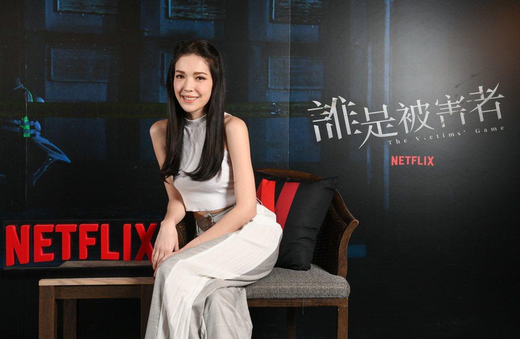 許瑋甯在「誰是被害者」中飾演為搶獨家不擇手段的社會線記者。圖/Netflix提供