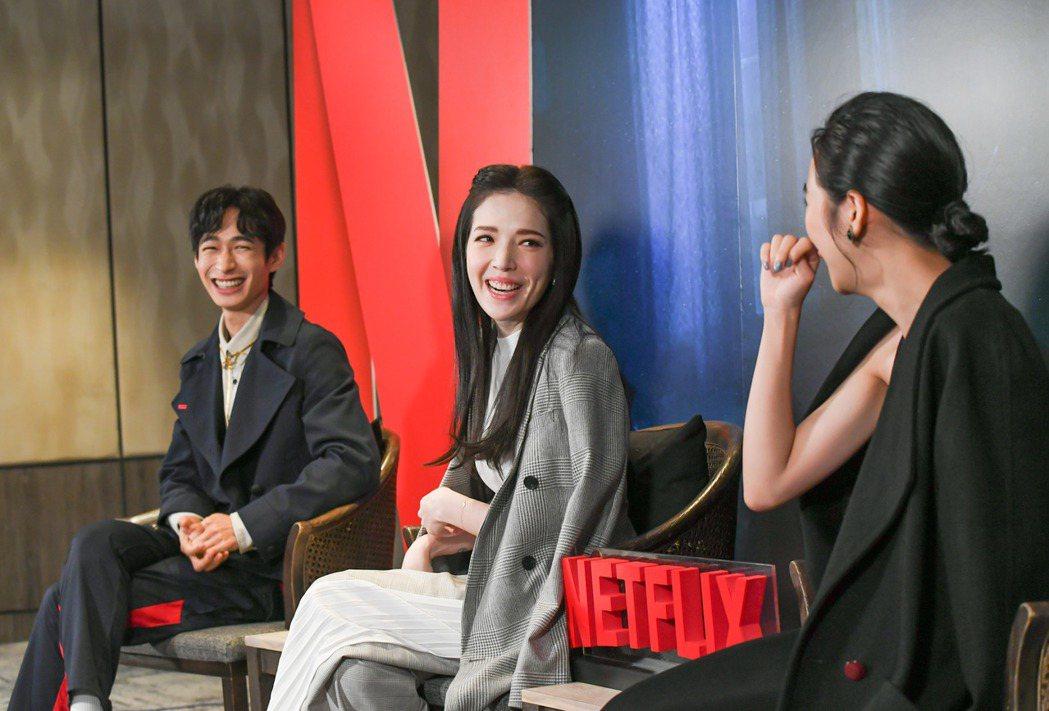 黃河(左起)、許瑋甯、李沐分享拍攝「誰是被害者」過程。圖/Netflix提供