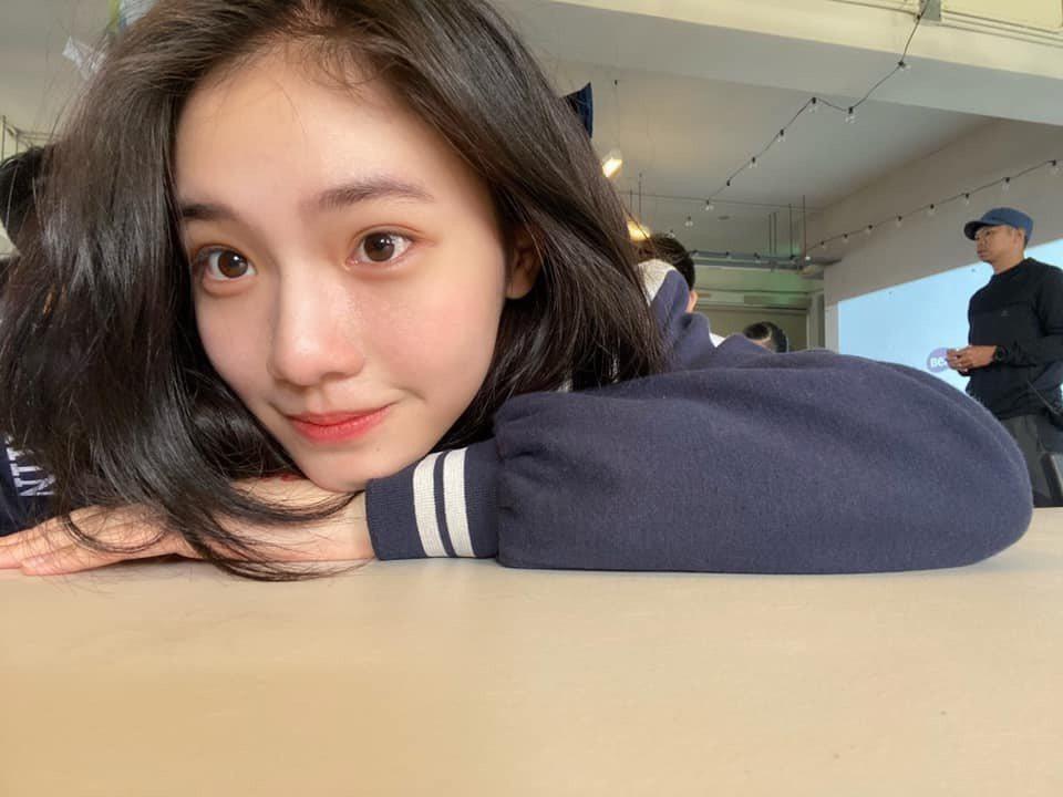李㼈的16歲女兒李紫嫣擁有搶眼外型。圖/翻攝臉書
