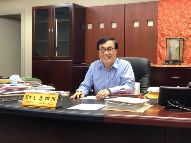 高雄市副市長李四川說,他支持侯市長入境者全面篩檢的構想,及早發現能降低社區感染風險。記者王慧瑛/攝影