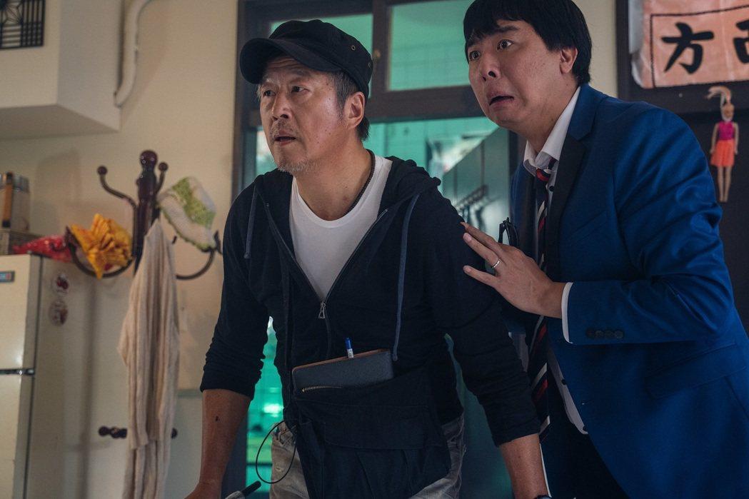 王偉忠(左)、梁赫群客串「姊妹們 追吧」,拍攝現場笑料百出。圖/東森提供