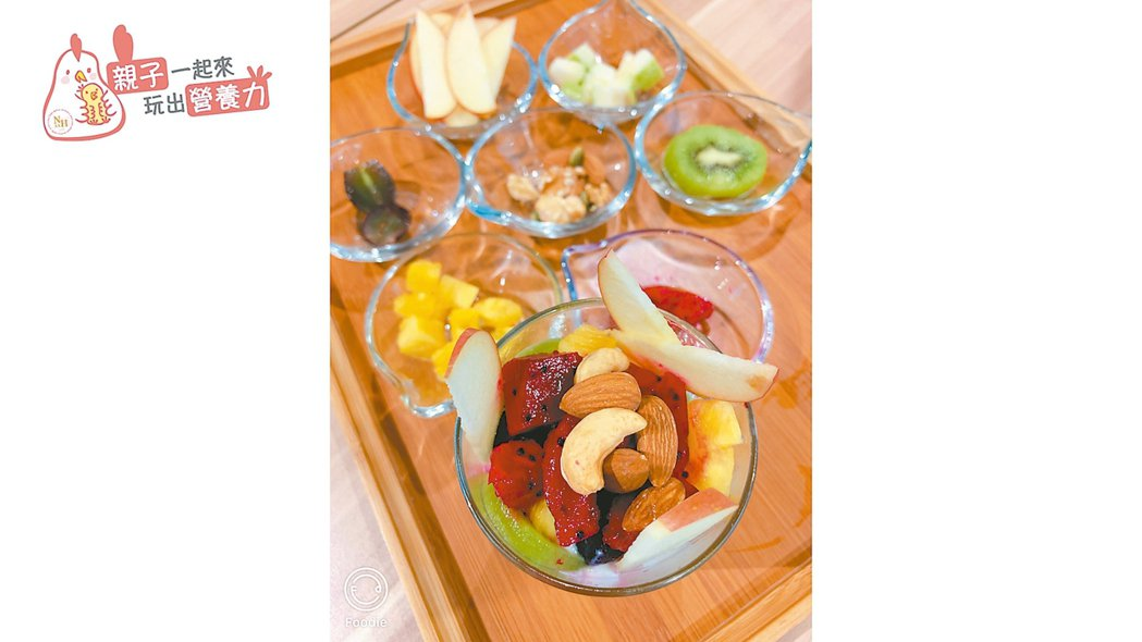 焗烤番茄順食盅、彩虹水果優格(圖)。 圖/台北醫學大學保健營養學系提供