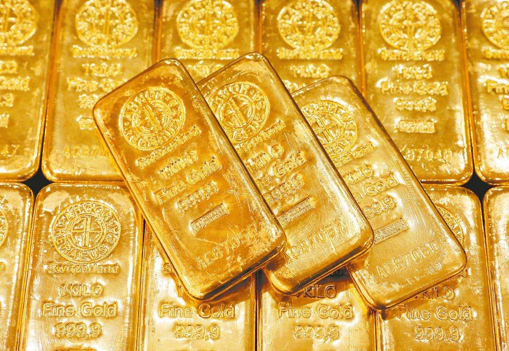 法人指出,受疫情衝擊,全球對於原油的需求低迷,對於黃金的需求則提高。 本報系資料...