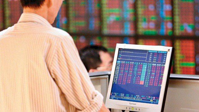 國際股市上沖下洗,台股跟著多空交戰。 本報資料照片