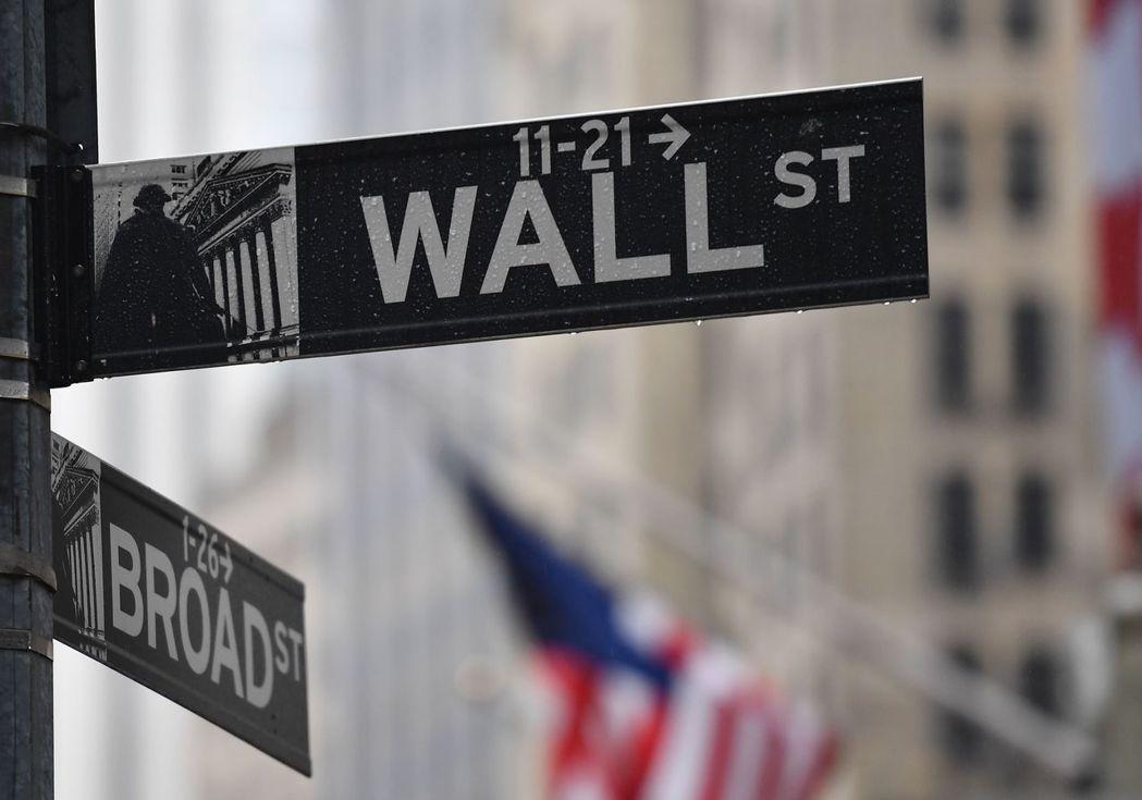 由於擔心新型冠狀病毒會使經濟關閉的時間長於預期,華爾街第2季開季不利,美股重挫4...