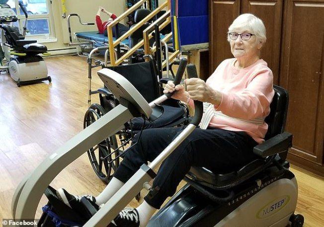 高齡90歲的吉妮娃‧伍德感染新冠肺炎後,目前正逐漸康復。(取材自臉書)