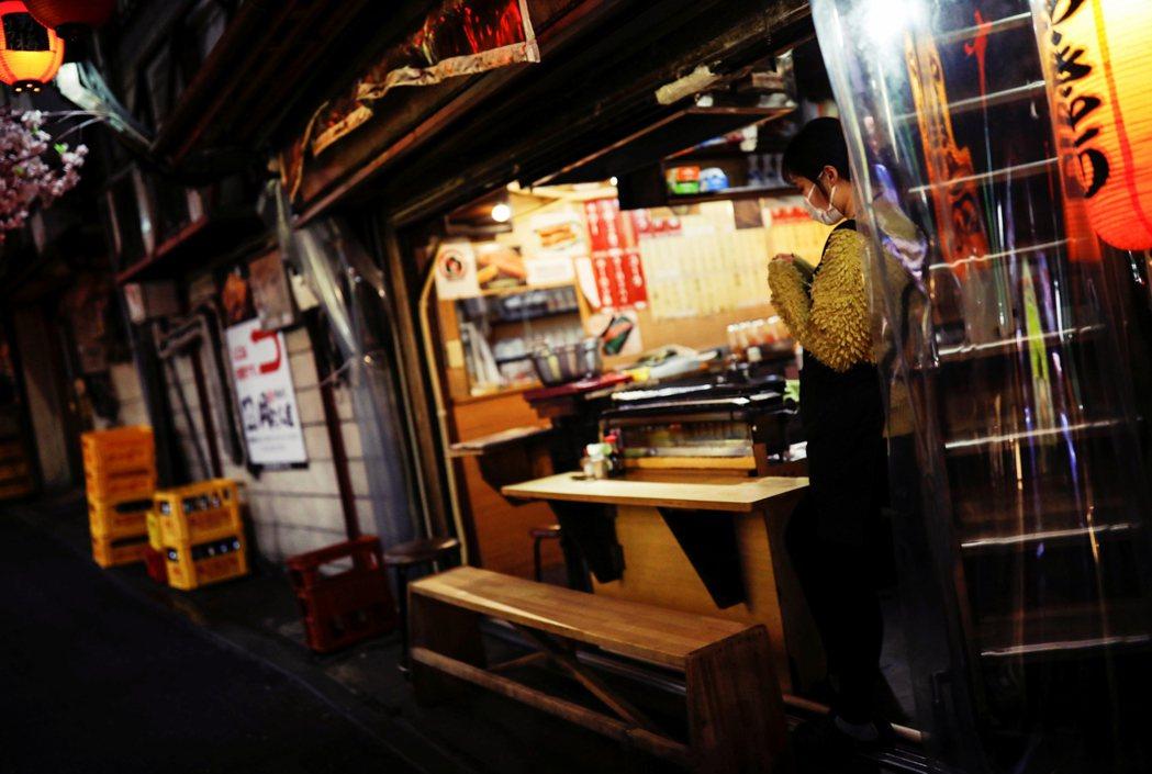 「從這個病毒騷動以來,夜晚的歌舞伎町真的變得很寂寞。」 圖/路透社