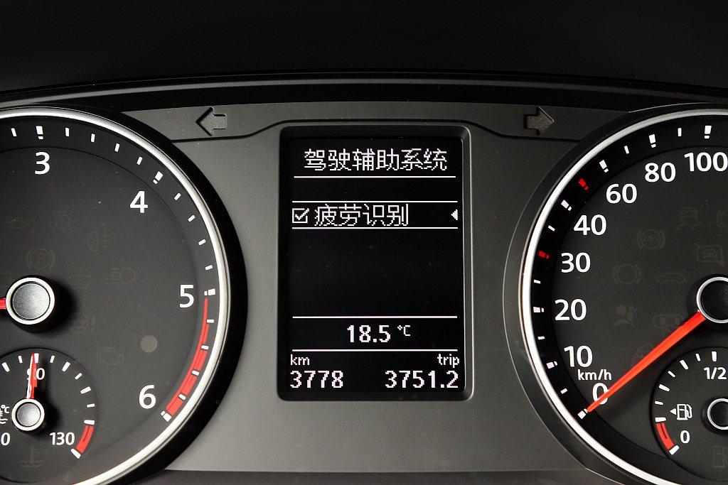 福斯商旅T6 Freestyle安全方面只有基本的氣囊、車身動態穩定系統、疲勞駕...