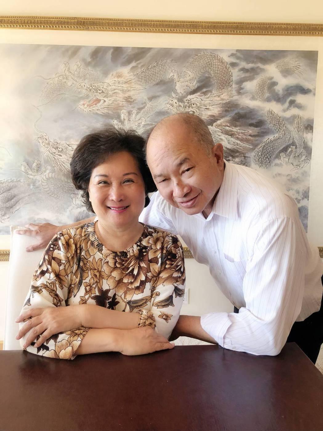 吳宇森(右)和老婆美國居家合照。圖/倪有純提供