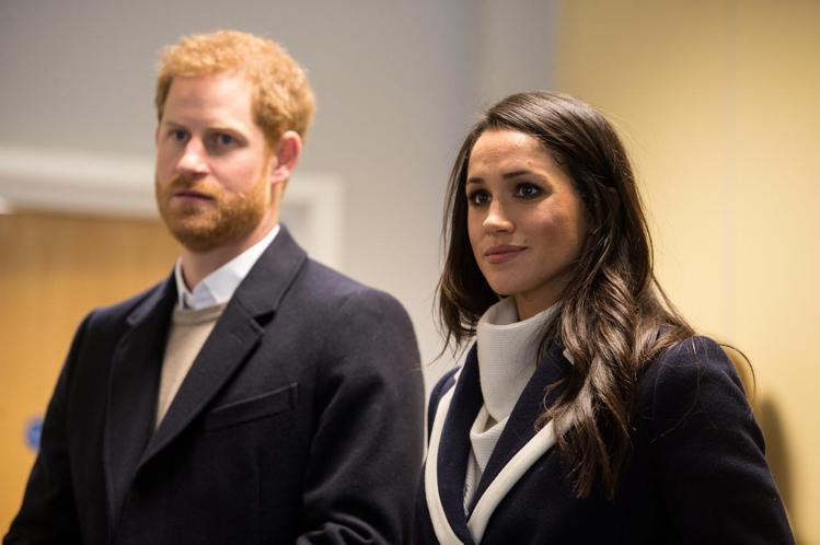 哈利與梅根正式脫離英國皇室重要成員身分,卻仍然受到天下圍攻。圖/路透資料照片
